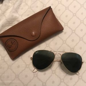 Classic Ray Ban Aviators and Case